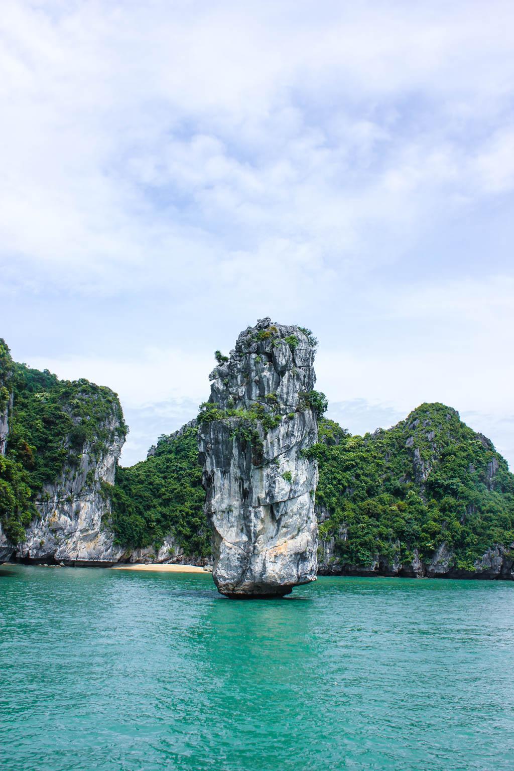 Halong_Bay_Party_Boat_4