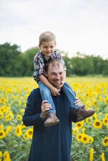 Family-Session-Sunflower-Field-by-Ashley-Lynn-Photography-1012