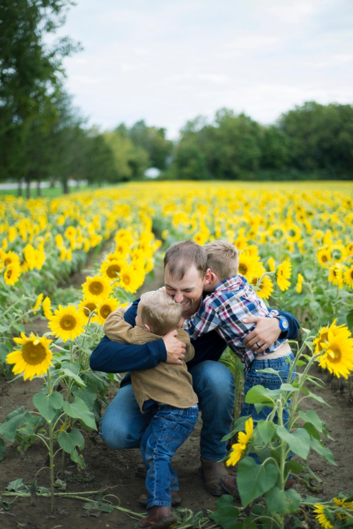 Family-Session-Sunflower-Field-by-Ashley-Lynn-Photography-1023