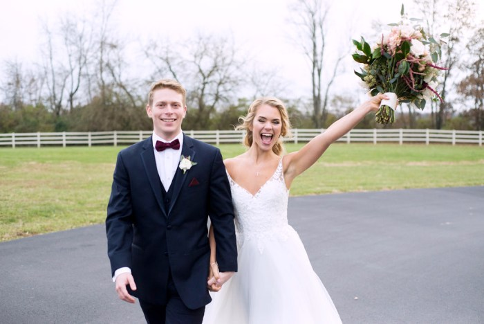 TFW you just got hitched! Capturing these moments makes all the difference. Your wedding day schedule can impact what photos you ultimately end up with.