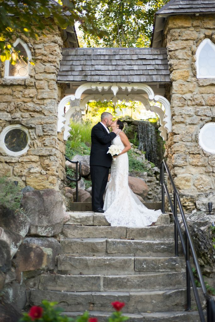 Dayton, Ohio wedding venues: The Dayton VA Chapel and Grotto by Ashley Lynn Photo