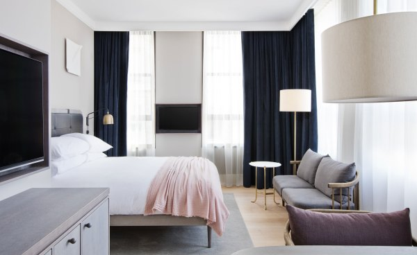 New York City Guide by Ashley Hodges of Ashley Terk // NYC // New york hotels // nyfw 2017 // travel guide // where to stay in new york city