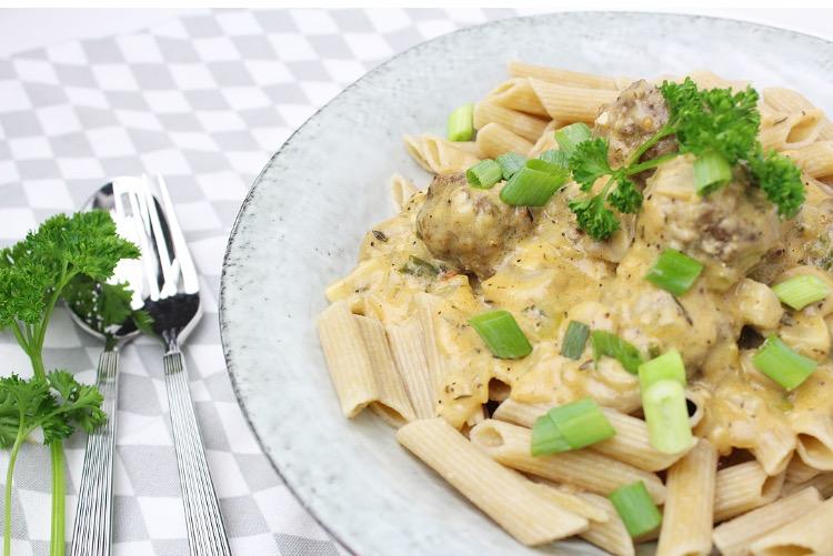 Pasta met gehaktballetjes en champignonsaus