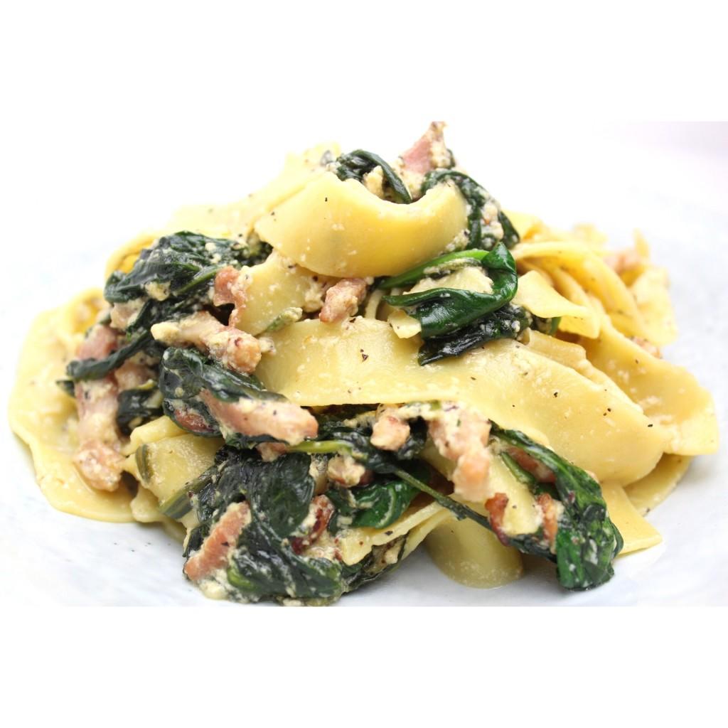 Pappardelle met spinazie, spekjes en truffelolie