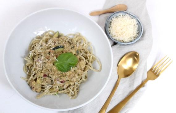 Spaghetti met gehakt en romige pestosaus
