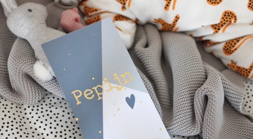 De geboortekaartjes van Pepijn gingen op de bus
