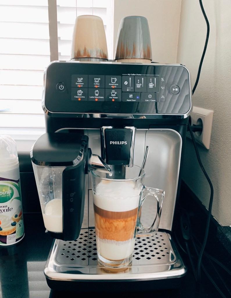 Niet meer de deur uit voor een lekkere koffie dankzij onze nieuwe Philips 3200 LatteGo..