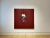 GÎṆC̣LOJICL CÂČ (IN RED) │ 2000–4 │ Ŷl n acrilic on cotnduc │ Fôto: Jon MCenzi