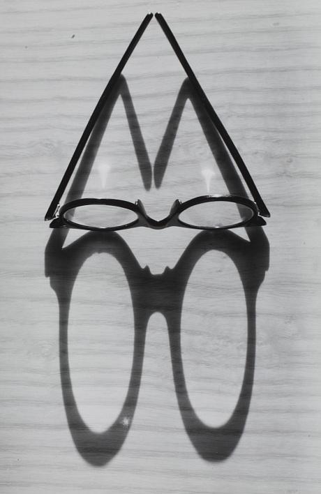 Glasses and Shadow c.1955 by Gyulia Holics (© Reserved. Estate of Gyula Holics)