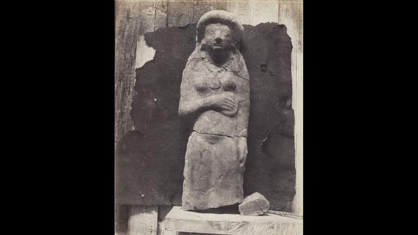 Auguste Salzmann: 'Terra Cuite, Femme couronné d'un strophium; statuette archaique' (1858-65) ©Wilson Centre for Photography