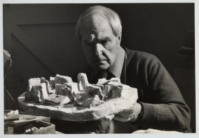 Henry Moore with the plaster Stone Maze: Project for Hill Monument, 1977. Photo Michael Brons.