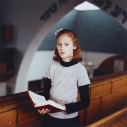 Chayla in Shul, by Laura Pannack