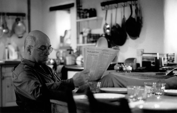 "At home in Oxford, 2001 / The Paris Review / Interview: ""James Fenton, The Art of Poetry"""