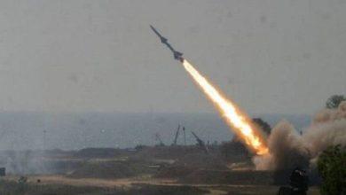 Photo of صاروخ باليستي يمني يقصف معسكرا للجنود السودانيين في الساحل الغربي