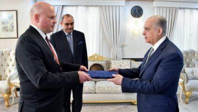 Photo of وزير الخارجيّة يتسلّم نسخة من أوراق اعتماد فيزا هاكنين سفير فنلندا لدى بغداد