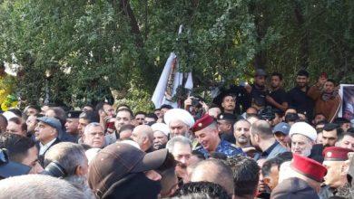 Photo of بالصور .. شخصيات سياسية تشارك في مراسيم شهداء القصف الاميركي