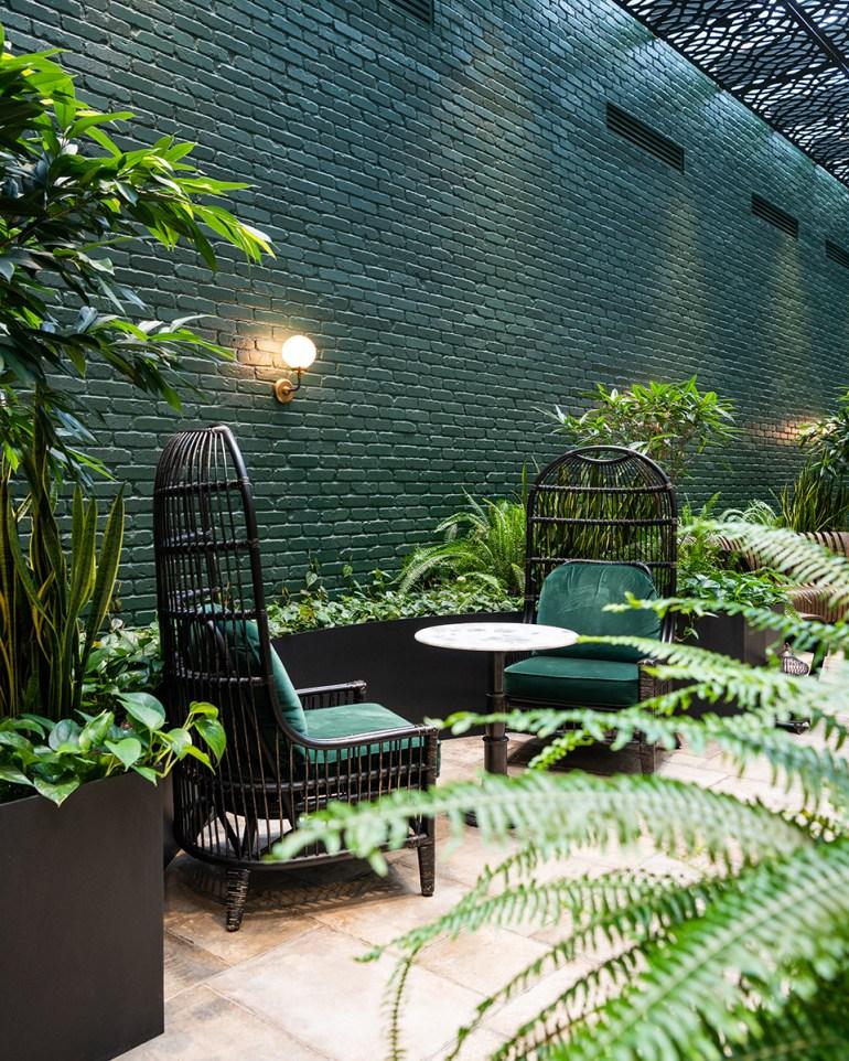 Estate_Exterior-Courtyard_960x600