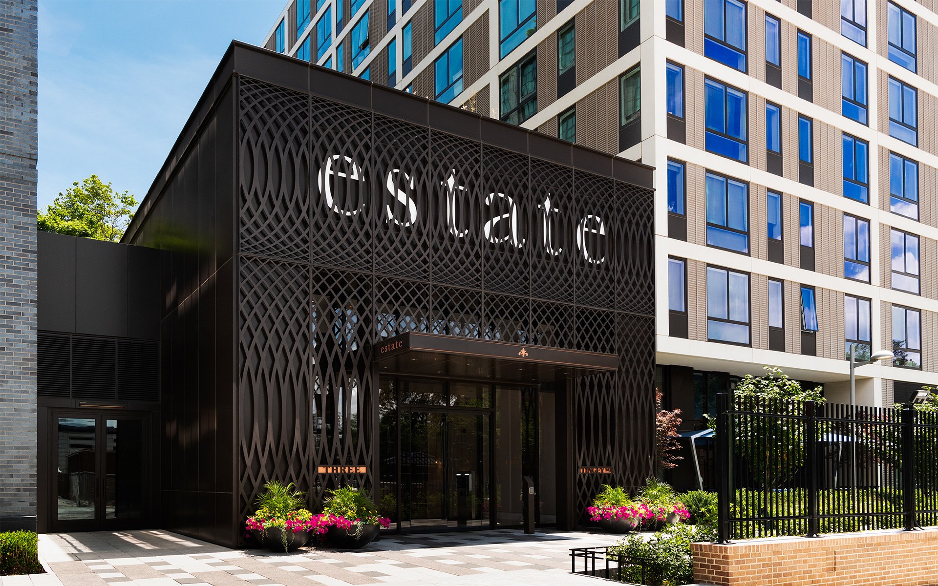 Estate_Exterior_Retouched_1920x1200