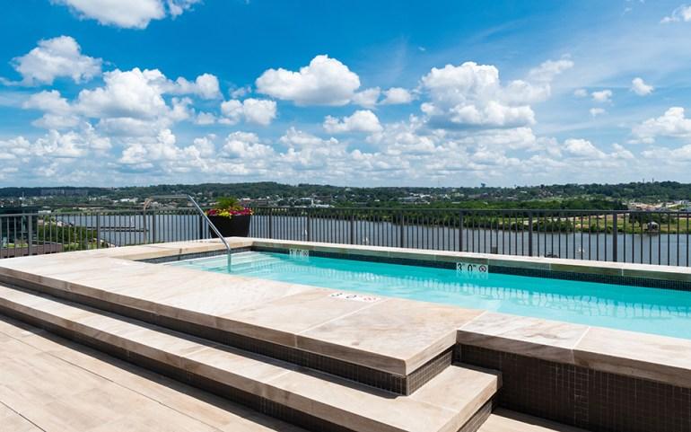 Estate_Rooftop-Pool_960x600