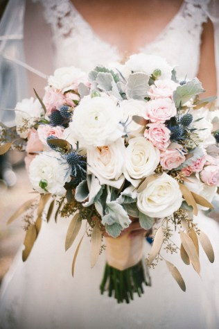 rustic-ivory-blush-navy-and-gold-bouquet