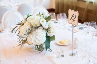 simple-white-and-greenery-centerpiece