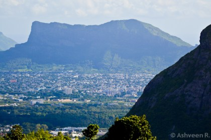 Climbing Le Pouce - Corps de Garde Mountain
