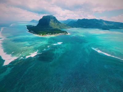 Drone Mauritius - Le Morne Underwater Fall