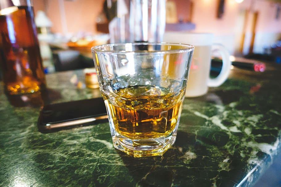 Услуга, разбить стакан, расправа, над посудой,В Бангкоке, в баре
