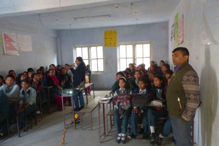 Formación en colegio Mahendra Bhrikuti