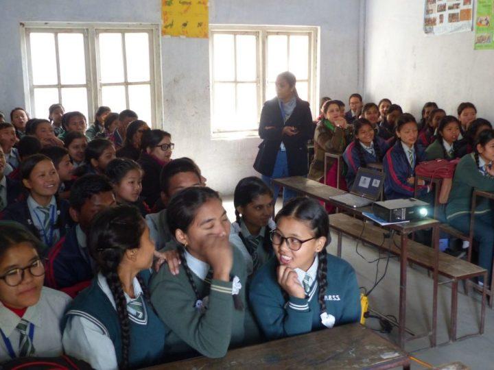 Alumnos atendiendo a la formación