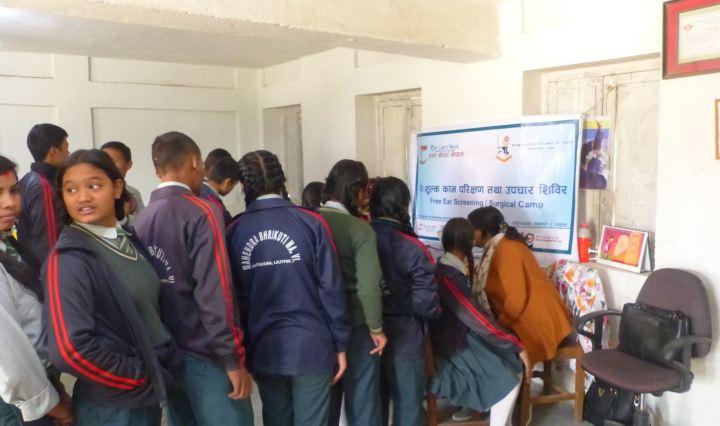 Equipo de Ear Care realizando screenings
