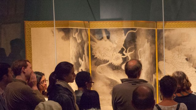 """Crowd of guests viewing Sotatsu's """"Dragons and Clouds"""" screen painting."""