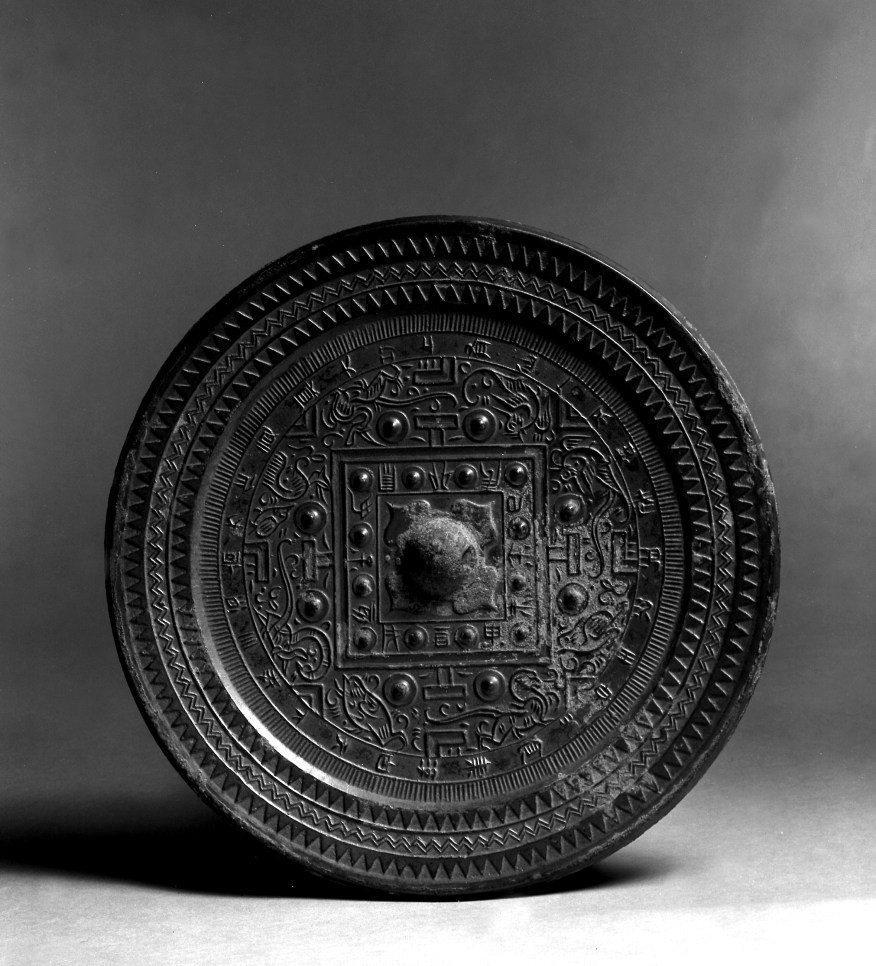 Photo, Bronze mirror. Western Han–Eastern Han dynasty, 1st century BCE–1st century CE., Diam: 18.9 cm. (7 7/16 in.) Singer catalogue number: [1020].