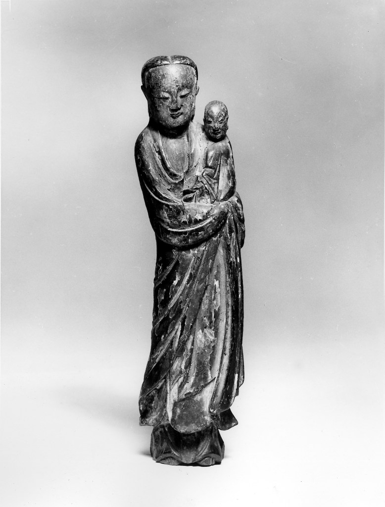 Photo, Wood Guanyin and child. Ming–Qing dynasty, 17th century., H: 20.9 cm. (8 3/16 in.) Singer catalogue number: [1721].