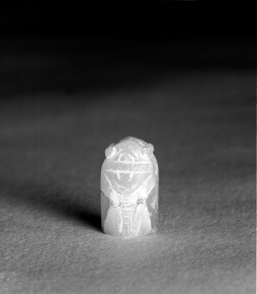 Photo, Glass seal. Han dynasty, 206 BCE–220 CE or later., H: 1.7 cm. (5/8 in.) Singer catalogue number: [898].