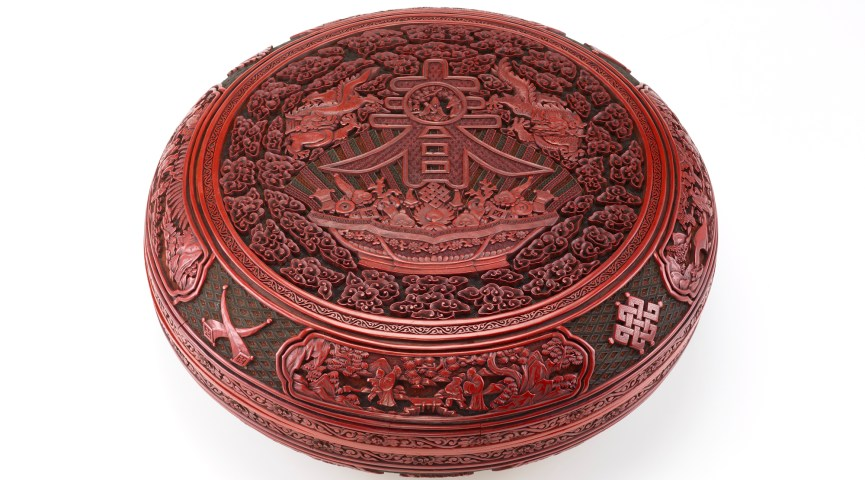 round lacquered box