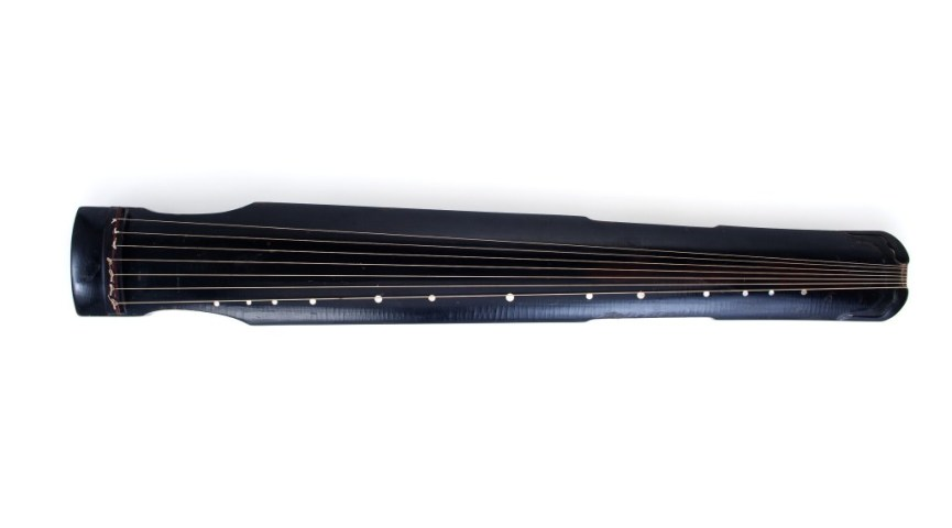 photo of a zither on a white background
