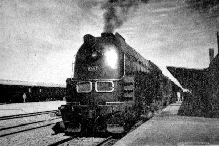 L'Asia Express, fleuron de la Société des chemins de fer de Mandchourie du Sud (South Mandchuria Railways - SMR), à l'époque la locomotive la plus rapide du monde. (Source : Excite)