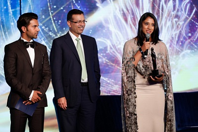 (L-R) Rajkummar Rao, Sanjeev Goenka and Smirti Mandhana (India) female batter of the year