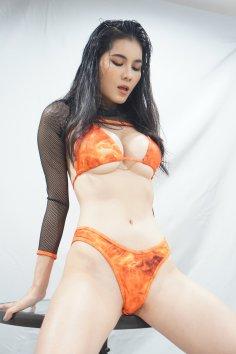 Natkejsarin bikini babe