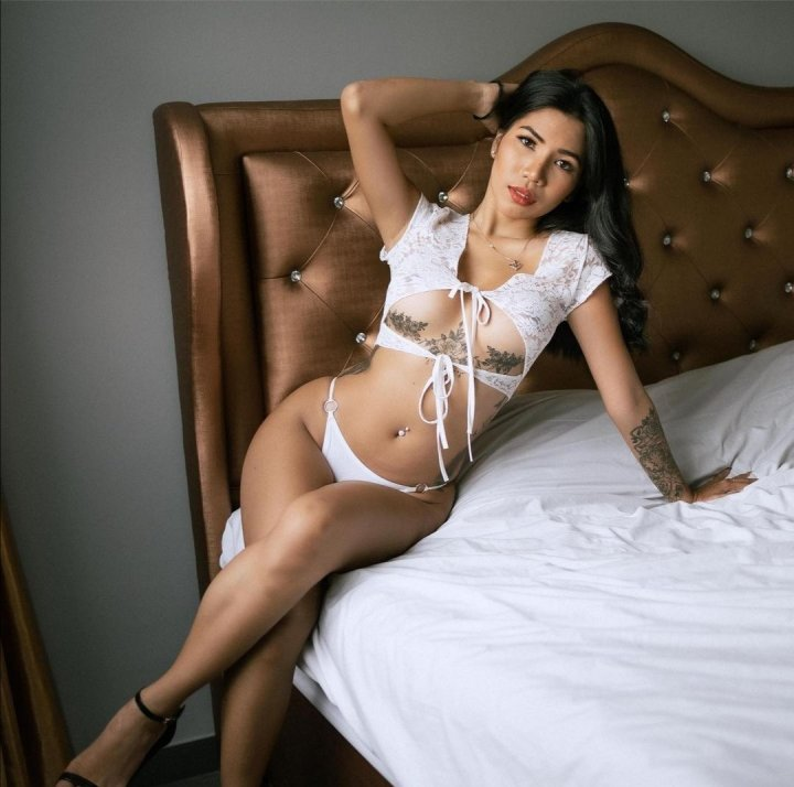 Asian babe bedroom