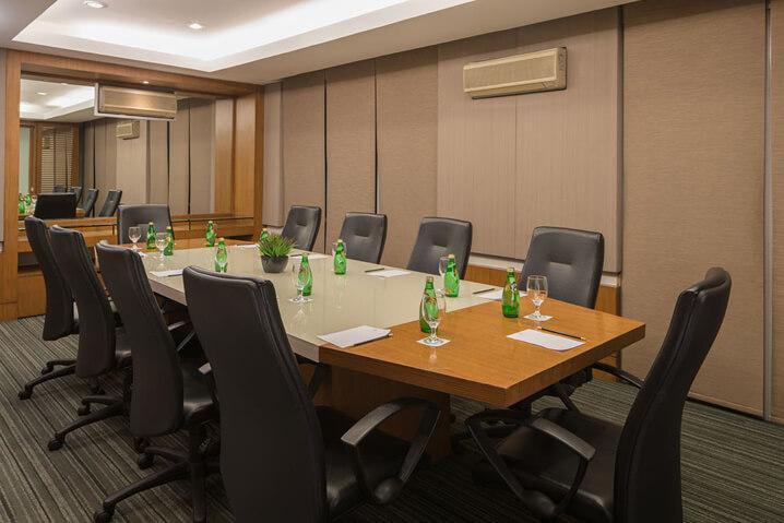 Astoria Plaza Boardroom 2