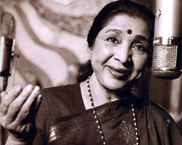The first time when the popular woman Asha Bhosle recorded song on a phone. This is awesome.
