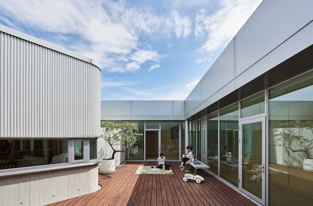 Courtyard House, in Changhua, Taiwan, by Dotze Architecture  (Photograph: Hey!Cheese)