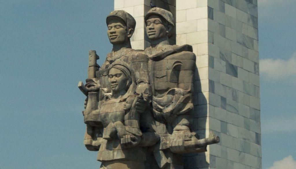 Cambodia-Vietnam Friendship Monument, Phnom Penh (via Wikimedia Commons)