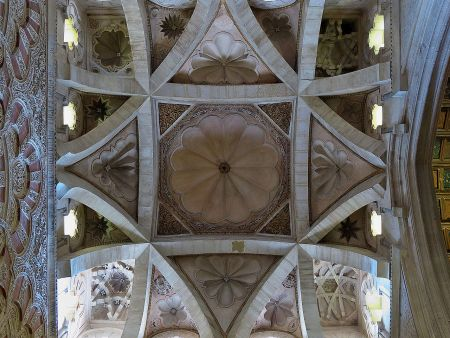 Ribbed cross-vaulting in the 10th-century Mezquita, Córdoba (via Wikimedia Commons)