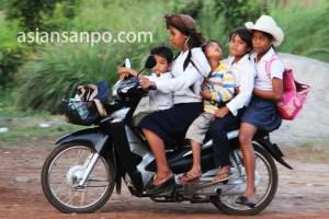 カンボジア5人乗りバイク