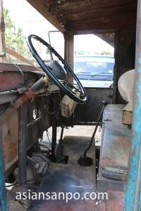ミャンマー パテインの古い車の運転席