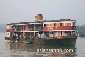 ミャンマー エーヤワディー管区ピャーポンの船