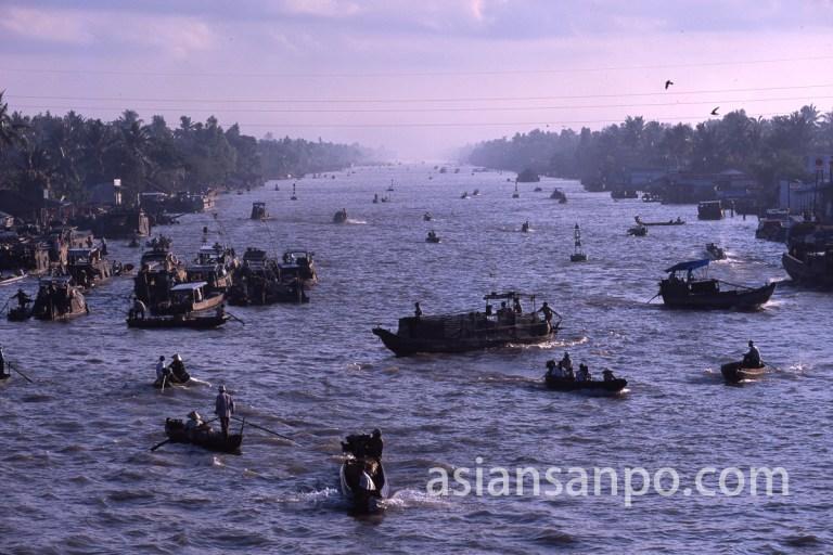 ベトナム フン・ヒエップの水上マーケット